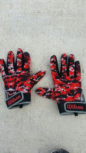 Wilson red camo motorcycle gloves for Sale in Las Vegas, NV