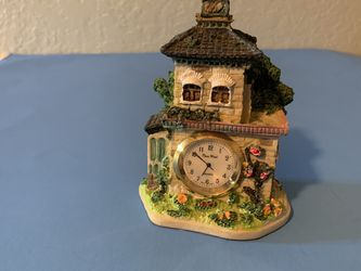 "The house is very beautiful. The clock works well. Everything is very beautiful.L-5"" for Sale in Vancouver,  WA"