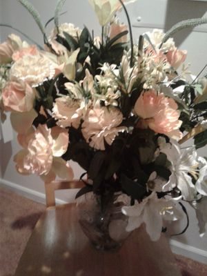 Artificial Flowers with vase for Sale in Mundelein, IL