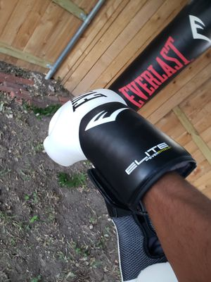 100 pound punching bag for Sale in Austin, TX