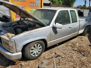 95 gmc Sierra 5.7 for Parts for Sale in Moreno Valley, CA
