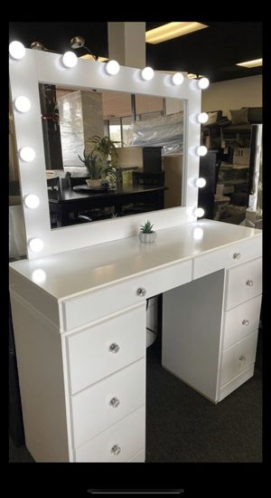 Vanity and free mirror for Sale in Fontana, CA