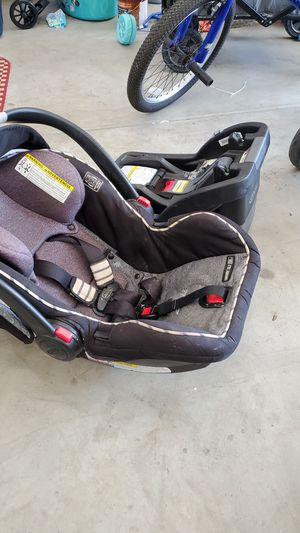 Graco Click Connect Car seat, Car seat base, and Stroller for Sale in Winchester, CA