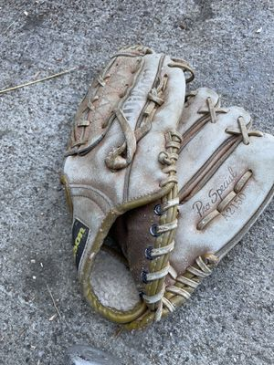 Adult baseball glove Wilson for Sale in Artesia, CA
