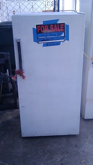 UPRIGHT FREEZER for Sale in Columbus, OH