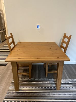 Solid wood kitchen table and chairs for Sale in Redmond, WA