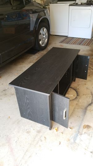 43 w x17 deep x 20 inch tall ,TV stand for Sale in Vallejo, CA