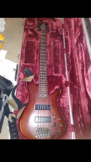 Active Bass ibanez sr505 with case for Sale in Phoenix, AZ