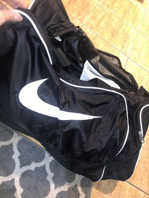 XL Nike duffle bag for Sale in Rialto, CA