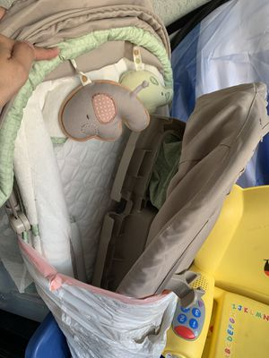Playpen with changing table and bassinet for Sale in Fort Myers, FL