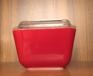 Pyrex refrigerator glass container with glass lid vintage chic environmentally friendly to boot! for Sale in Phoenix, AZ