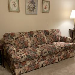Floral Couch for Sale in Columbus,  OH
