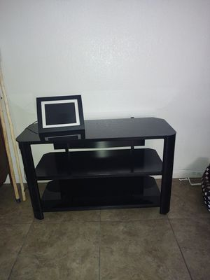 Innovex tv stand for Sale in Cathedral City, CA