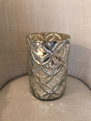 Gorgeous silver vase. Beautiful for your Christmas table or your silver Christmas decor. FLOWERS NOT INCLUDED for Sale in Pembroke Pines, FL