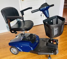 Bobcat Travel Pro 3 Wheel Power Scooter for Sale in Plainfield,  IL