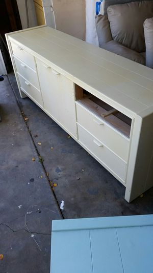 Free bedroom set for Sale in San Diego, CA
