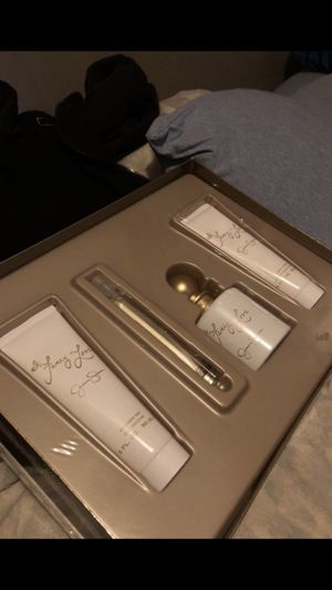 Fancy love perfume set for Sale in Philadelphia, PA