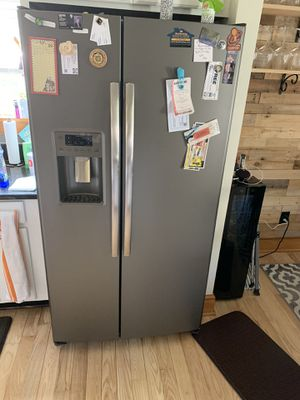 GE Refrigerator for Sale in Twinsburg, OH