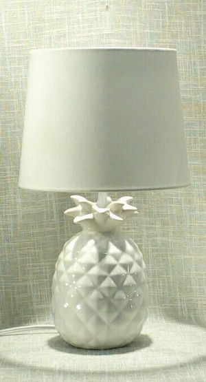 """Ceramic Pineapple Lamp 17""""x10"""" (1 available) *PICKUP ONLY* home decor, household, lamps, table lamps for Sale in Mesa, AZ"""