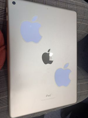 iPad 5th generation gold 9.7 inch 32gb for Sale in Forestville, MD