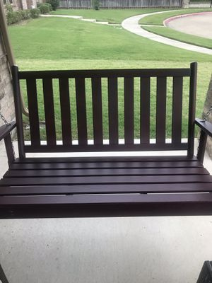 Brand new Beautiful wooden porch swing (Cherry) for Sale in Lancaster, TX