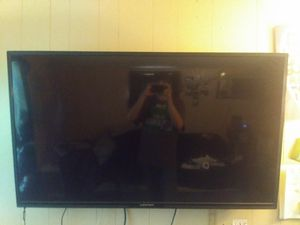 55 inch Element 4k tv and wall mount for Sale in Julian, PA