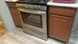 "18"" kitchen base cabinets 18x35 for Sale in Phillips Ranch, CA"