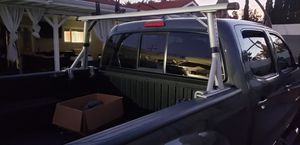 Thule lumber ladder rack. for Sale in Los Angeles, CA