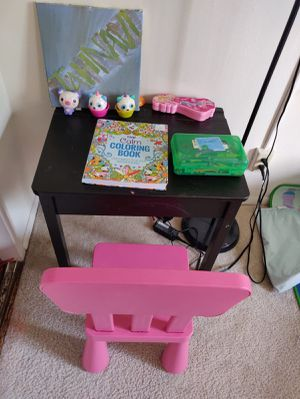 Toddler kid study table for Sale in Los Angeles, CA