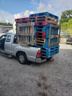 Pallets a 3 dollars each for Sale in Miami, FL