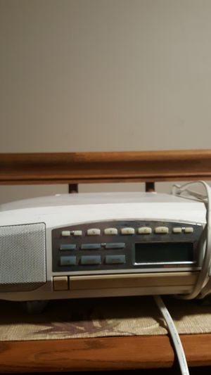Under counter radio n CD player for Sale in Lexington, KY