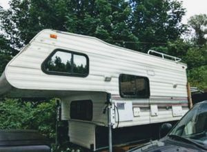 Caribou cabover camper by Fleetwood for Sale in Lake Stevens, WA