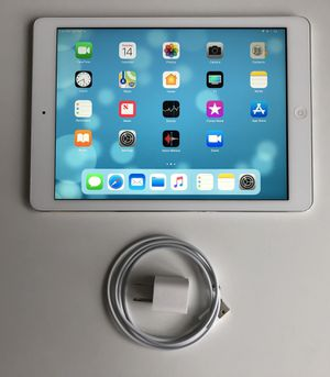 iPad Air A1474 (16GB, Wi-Fi, White) - Excellent Condition for Sale in PECK SLIP, NY