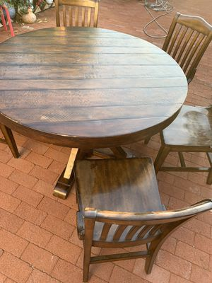 Round Wooden Kitchen Table for Sale in Richmond, CA