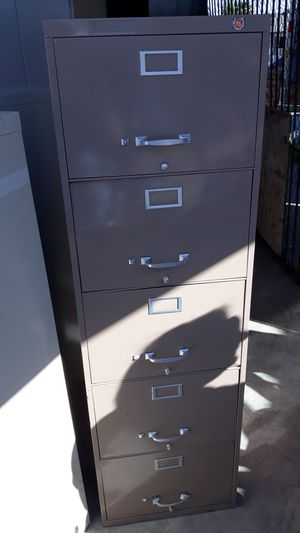 4 and 5 drawer filing cabinets for Sale in Las Vegas, NV