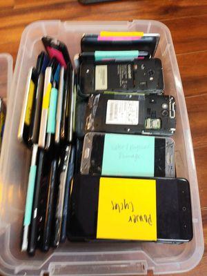 97 damged/broken phones for Sale in Portland, OR