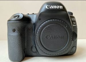 Canon EOS 5D Mark IV for Sale in Sioux Falls, SD