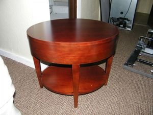 Oval end table for Sale in Traverse City, MI