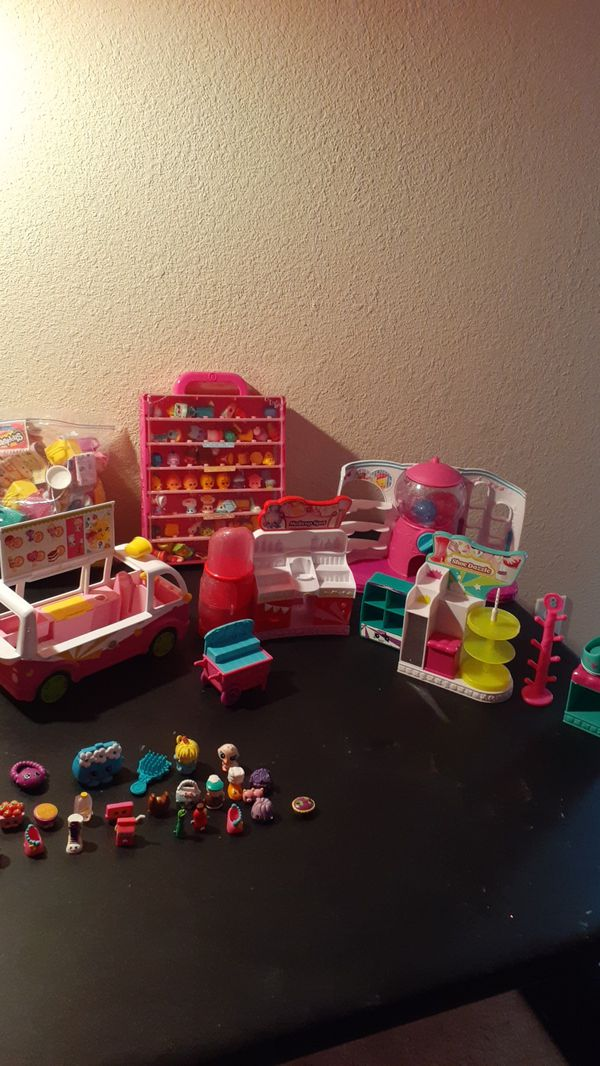 Shopkins figurines and accessories, jewelry
