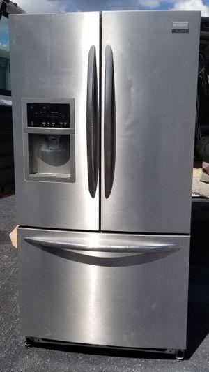 Refrigerator Frigidaire good condition for Sale in Bradenton, FL