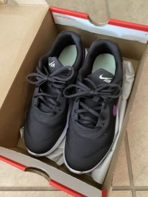 Nike woman/girl shoes Like new for Sale in Puyallup, WA