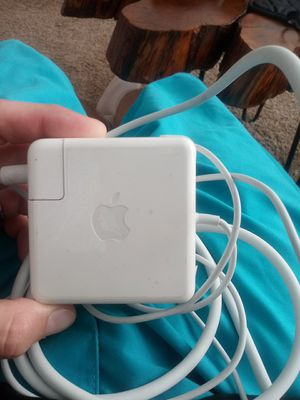 Apple mac book.apple sign just pops up.dont know whats wrong with it.good condition for Sale in Tallahassee, FL