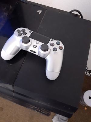 PS4 + 1 Controller for Sale in Los Angeles, CA