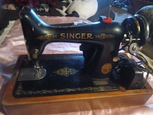 1920 Antique Singer sewing machine for Sale in Holts Summit, MO