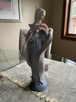 "Lladro ""Our Lady with Flowers"" figurine for Sale in Arlington Heights, IL"