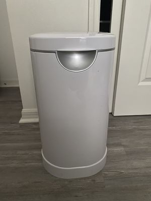 Munchkin arm and hammer diaper pail for Sale in Winter Haven, FL