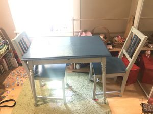 Small table and chairs for Sale in Los Angeles, CA