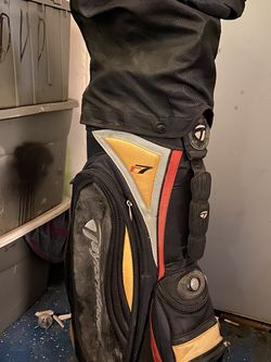 TaylorMade R7 Golf Bag W/full set Of Clubs for Sale in Indianapolis,  IN