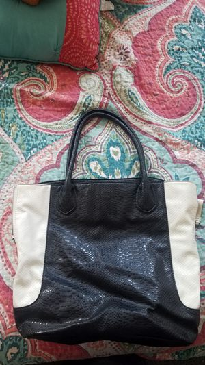 Black/white purse for Sale in Santa Ana, CA