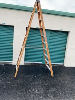 Ladders husky 10' step ladder works for Sale in Pompano Beach, FL